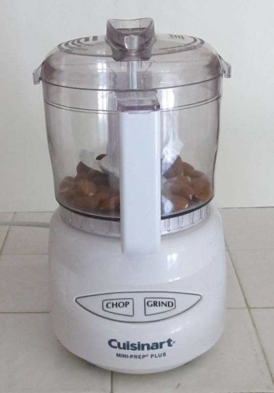 Almonds, almond meal, almond flour, DIY, make your own, save money, thrifty